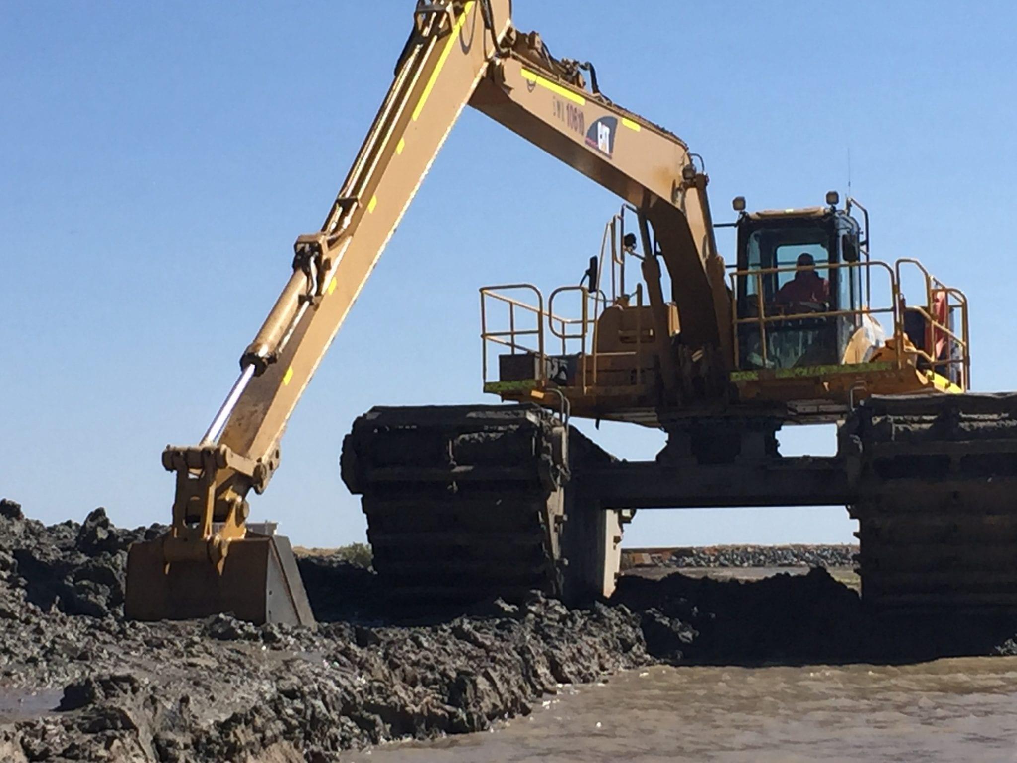 Amphibious Excavator Mine Site Construction Services